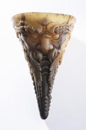 Vzácný pohár z nosorožčího rohu