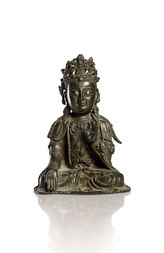 A SEATED BRONZE FIGURE OF GUANYIN