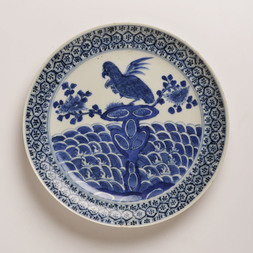 AN UNUSUAL BLUE AND WHITE  'PARROT' DISH