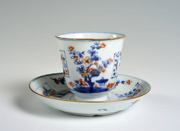 A BLUE, WHITE AND RED IMARI-STYLE CUP AND SAUCER