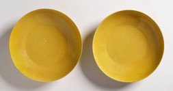 A PAIR OF YELLOW-GLAZED SAUCER DISHES