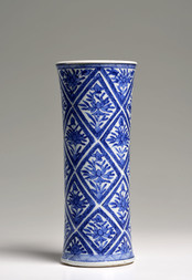 A BLUE AND WHITE FLUTED VASE