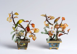 A PAIR OF MINIATURE CLOISONNÉ, GLASS AND AGATE JARDINIERES