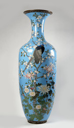 A LARGE AND IMPRESSIVE CLOISONNÉ ENAMEL VASE WITH A PHEASANT