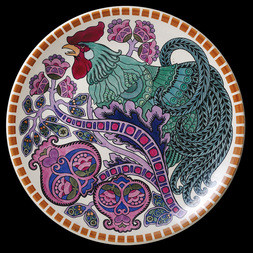 PLATE WITH A ROOSTER DESIGN