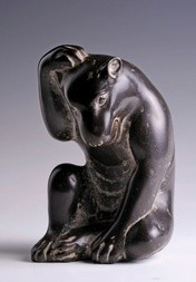 A FINE AND EXTREMELY RARE BLACK MARBLE MODEL OF A BEAR