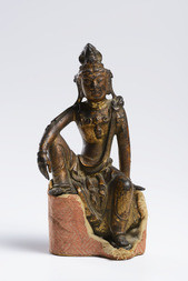 A LACQUERED AND GILT BRONZE SEATED FIGURE OF GUANYIN