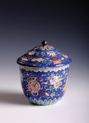 A FINE CANTON ENAMEL BOWL WITH COVER