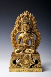 A FINE GILT-BRONZE FIGURE OF SEATED AMITAYUS