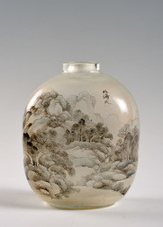 A LARGE INSIDE-PAINTED GLASS SNUFF BOTTLE
