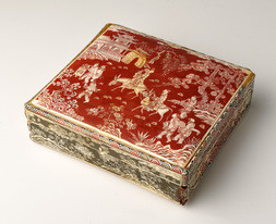 A FINE LACQUERED IVORY BOX