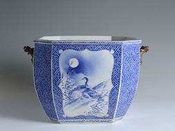 A LARGE OCTAGONAL BLUE AND WHITE PORCELAIN JARDINIÈRE