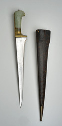 A JADE HILTED PESHKABZ DAGGER WITH SCABBARD