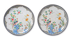 A PAIR OF FINE LARGE FAMILLE ROSE CANTON ENAMEL DISHES