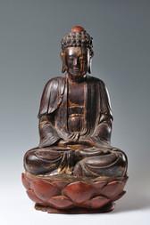 A LARGE GILT AND LACQUERED WOODEN FIGURE OF SHAKYAMUNI BUDDHA