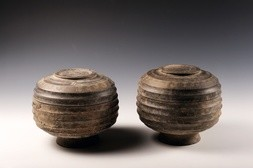 A PAIR OF EARTHENWARE HE-TYPE FOOD VESSELS