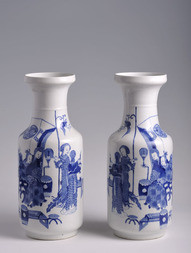 A PAIR OF BLUE AND WHITE PORCELAIN ROULEAU VASES