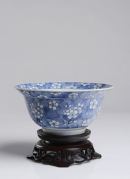 A BLUE AND WHITE 'PRUNUS' BOWL