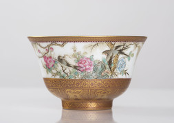 A PORCELAIN TEA BOWL WITH BIRDS AND FLOWERS