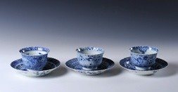 A GROUP OF THREE BLUE AND WHITE PORCELAIN CUPS AND SAUCERS