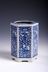 A SIX-SIDED BLUE AND WHITE PORCELAIN BRUSHPOT