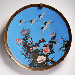 A LARGE CLOISONNÉ ENAMEL CHARGER DEPICTING FLYING CRANES AND FLOWERS