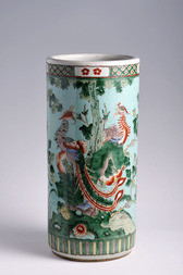 A CHINESE EXPORT FAMILLE VERTE PORCELAIN UMBRELLA STAND