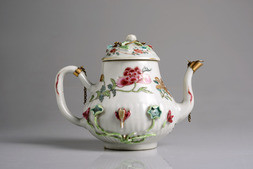 A FAMILLE ROSE TEAPOT AND COVER