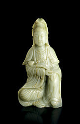 AN EXQUISITE LARGE JADE FIGURE OF GUANYIN