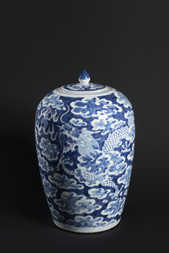 A BLUE AND WHITE LIDDED JAR